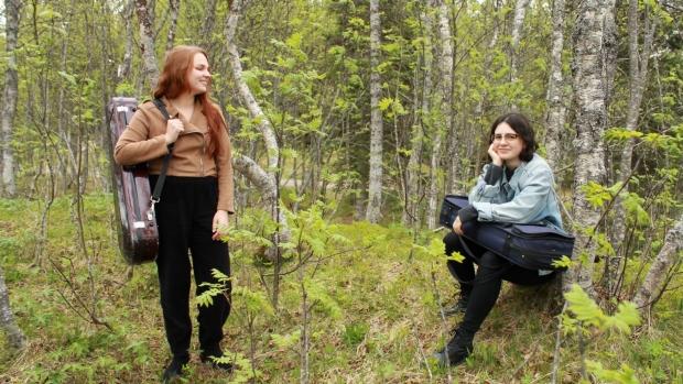 Emilie Arctander og Stina Ahlgren. Foto: Peter-André Pliassov.
