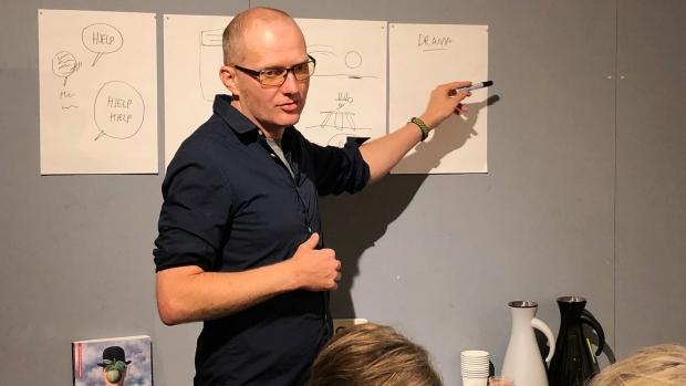 Jens K Styve forteller på tegneserieverkstedet