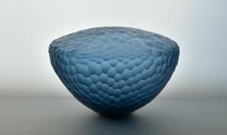 Kari Mølstads «Krystall (blå)» har allerede fått plass i Årsutstillingen 2020. Foto: Jørn Hagen.