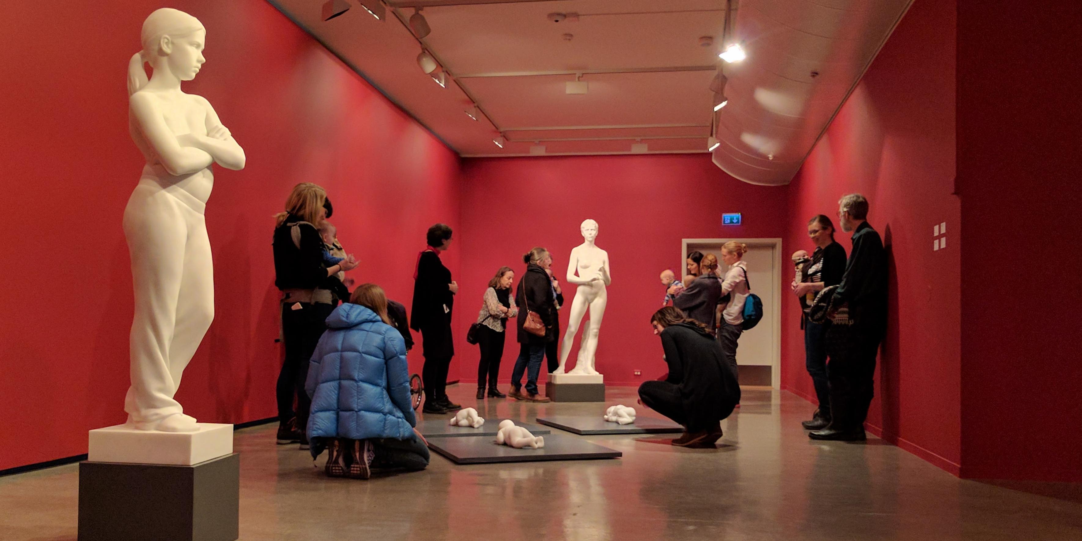 Babyomvisning i «Håkon Anton Fagerås: Skulpturer»
